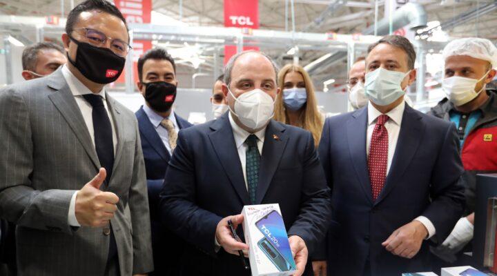 TCL, Türkiye'de ürettiği ilk akıllı telefonu TCL 20 SE'yi Tanıttı